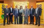 Από δεξιά διακρίνονται οι κ. Γεώργιος Κουφάρης (Αναπληρωτής Ανώτατος Εκτελεστικός Διευθυντής του Οργανισμού και Διευθύνων Σύμβουλος της Cyta Ελλάδος), κ. Μιχάλης Ε. Αχιλλέως (Ανώτερος Διευθυντής Δικτύων & Διαχείρισης Θυγατρικών του Οργανισμού), κ. Στάθης Κιττής (Πρόεδρος του Οργανισμού), κ. Μαρίνα Νικολάου (Διευθύντρια Marketing Cyta Ελλάδος), κ. Χρίστος Λιμνατίτης (Γενικός Διευθυντής Cyta Ελλάδος) και οι κ.κ. Γεώργιος Χαρή (Μέλος Δ.Σ.) και Αντώνης Αντωνίου (Μέλος Δ.Σ.).