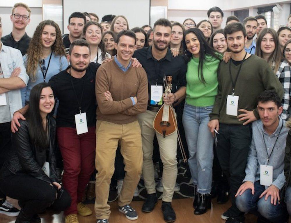 Πρόγραμμα Υποτροφιών Cοsmote: 620.000 ευρώ σε 41 φοιτητές που δίνουν μαθήματα ζωής